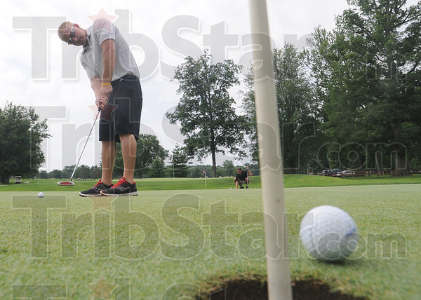 Tribune-Star/Rachel Keyes<br /> Warm up: Eric Trusler practices his putting before teeing off in the Brazil open Sunday.