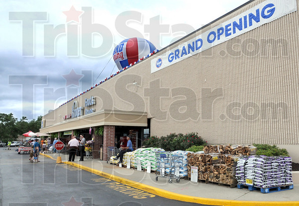 """Grand opening: The north Kroger store has its grand opening Thursday. Store manager Kevin Lozier believes the opening will produce a """"record day"""" of sales."""