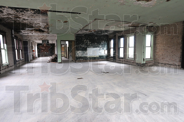 Tribune-Star/Jim Avelis<br /> Room to grow: The third floor of the old TWI building on South 7th street lays cleanafter some demolition works was finsihed.