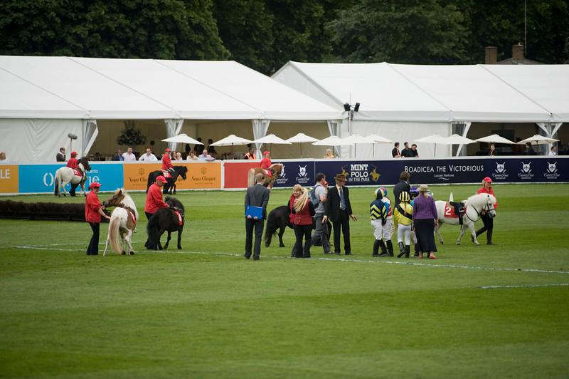 Vor dem Polo macht der Nachwuchs ein Ponyrennen...