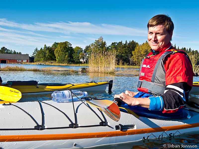 Jonas fick paddla den kajak han tänkt köpa men vilken köptes av Norrviken innan han kommit till skott, så de