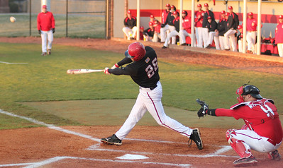 Junior Jake Watts bats in Gardner-Webb's 3-2 victory over the Red Storm.