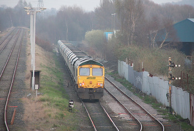 66621 Latchford Sidings 28/03/11 running round 4S14 Fiddlers Ferry to Killoch
