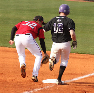 Men's Baseball v Holy Cross