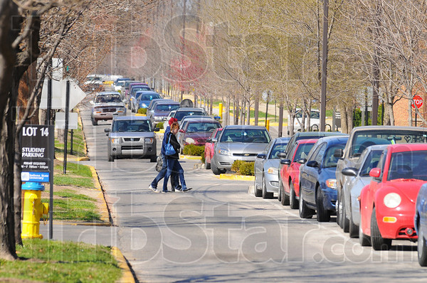 Tribune-Star/Jim Avelis<br /> Plans ahead: ISU students cross North Fourth Street near the residence halls mid-afternoon Monday.