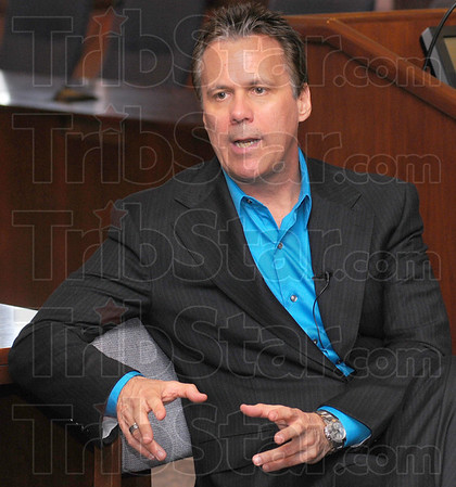 Tribune-Star/Jim Avelis<br /> Meet the press: Film Critic Richard Roeper talks with members of the media before his speech in Tirey Hall Monday night.