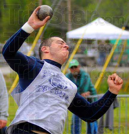 Tribune-Star/Jim Avelis<br /> Getting the points: Lee Davis placed second in the boys shotput and first in the discus.