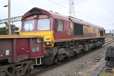 66167 on an Engineers train at Bescot