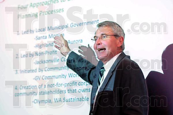 Greentown: Greensburg, Kansas Mayor Bob Dixson gives his presentation during Thursday's Greentown U.S.A seminar at Indiana State University.