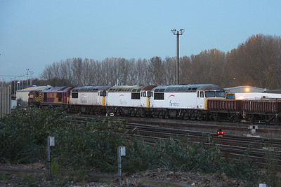 56117 Eastleigh 02/11/11 with 56115 and 56091 preparing to leave behind 67030 with the 6Z56 to Didcot