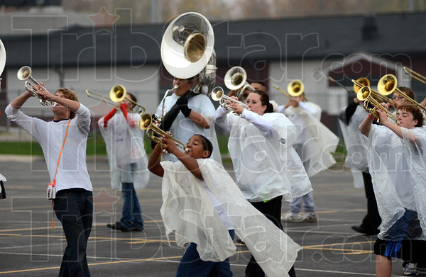 Tribune-Star/Jim Avelis<br /> Neither rain nor: Northview band members practice in a light drizzle Wednesday after school.