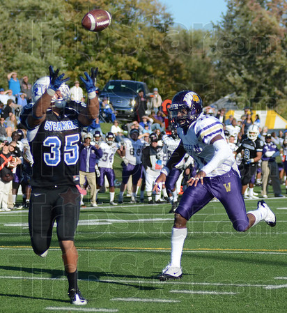 Tribune-Star/Jim Avelis<br /> Wide open: Indiana State tight end Alex Jones grabs a Ronnie Fouch pass for a touchdown. Western Illinois defender Maurice Hood has no chance to make  a play.