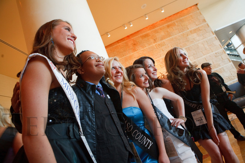 "(Denver, Colorado, Oct. 15, 2011)<br /> Alan Beals gets a picture with royalty.  The ""Be Beautiful Be Yourself Fashion Show 2011,"" benefiting the Global Down Syndrome Foundation, at the Hyatt Regency Denver at the Colorado Convention Center in Denver, Colorado, on Saturday, Oct. 15, 2011.<br /> STEVE PETERSON"