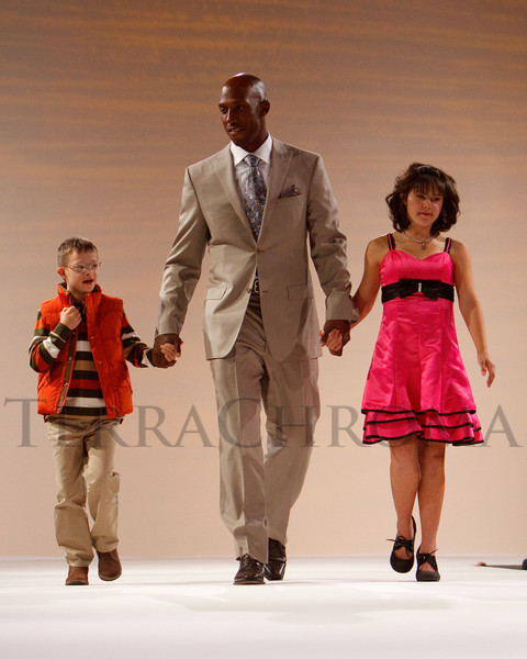 "(Denver, Colorado, Oct. 15, 2011)<br /> Chauncey Billups with models Louis Rotella and Rachel Greenlaw.  The ""Be Beautiful Be Yourself Fashion Show 2011,"" benefiting the Global Down Syndrome Foundation, at the Hyatt Regency Denver at the Colorado Convention Center in Denver, Colorado, on Saturday, Oct. 15, 2011.<br /> STEVE PETERSON"