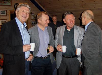 Arild, Svenn Erik, Svein Olav, Roald og i bakgrunnen skimtes unge Tønnessen