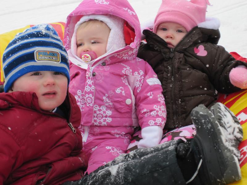 MAX, MIA AND PEYTON ON THE TUBE  (MONKEY SEE- MONKEY DO)