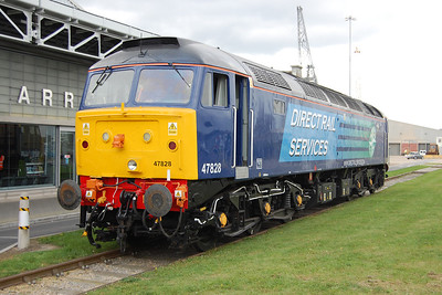 47828's first duty for DRS having been overhauled at Barrow Hill was a little 14-coach 'boat train' from Glasgow to Southampton in multiple with 47802. The loco is pictured here outside the Mayflower Terminal in the Western Docks having been detached from the front of the main train at Millbrook to act as the shunt loco for the ECS back to Eastleigh (21/10/2011)