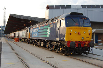 Day three of a marathon (but thoroughly enjoyable) weekend began in Southampton's Eastern Docks, where 47828+47802 are pictured before departing with the 1Z65 1030 Cruise Saver charter to Edinburgh (23/10/2011)