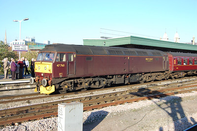 Under clear blue skies 47760 is detached from 1Z71 0609 Poole-Plymouth at Bristol Temple Meads (22/10/2011)