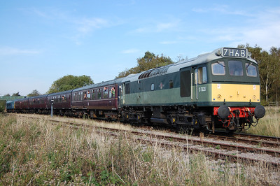 25279 powers away after reversing at Ruddington South Junction with 1A13 1450 from Ruddington to Loughborough (01/10/2011)