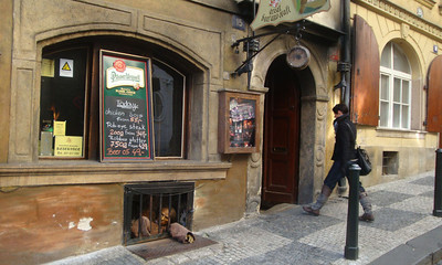 We passed this medieval tavern on the way up to the castle.