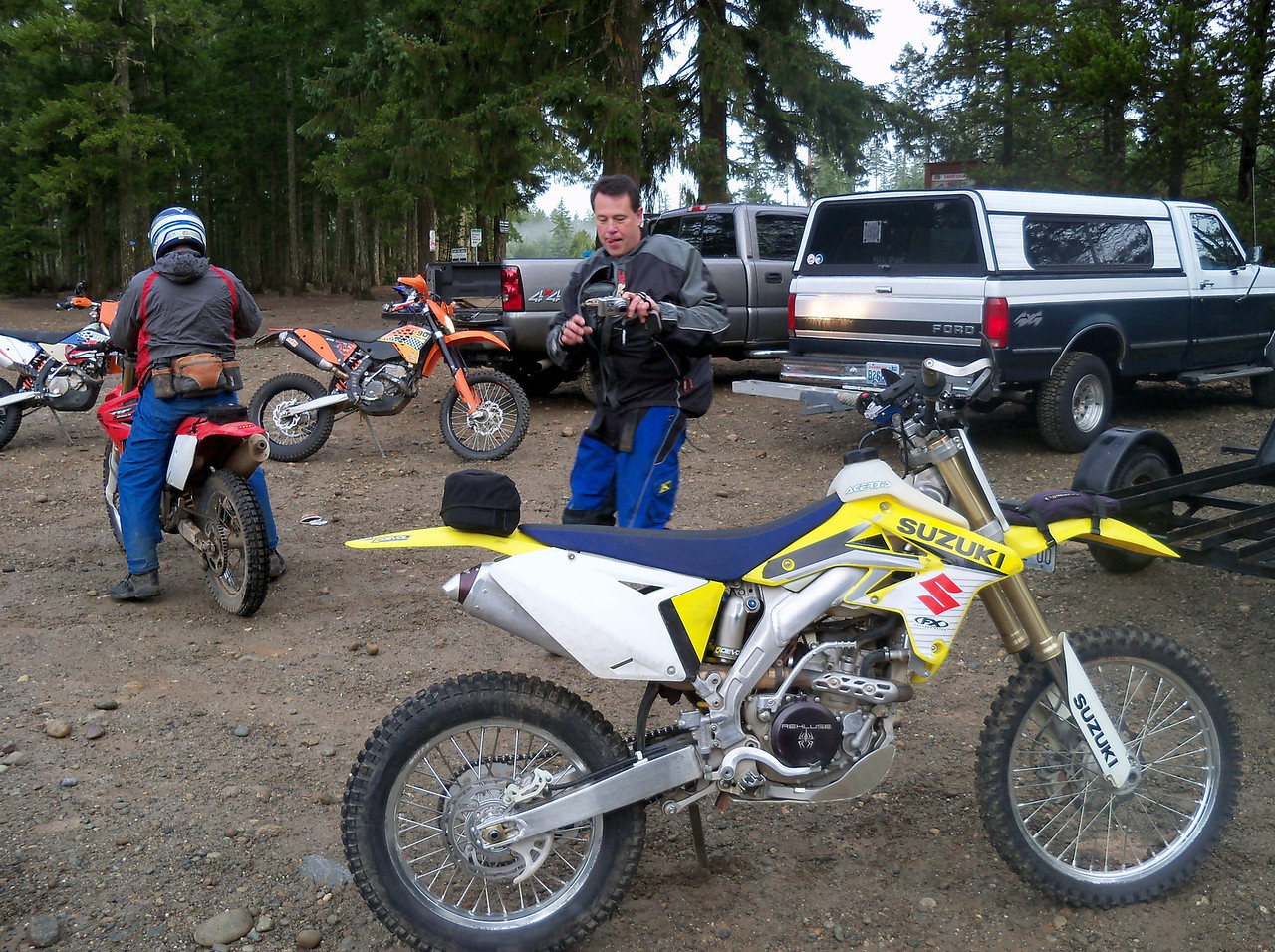 Sand Hill Gravel Pit, Marty taking some video of the bikes before we started