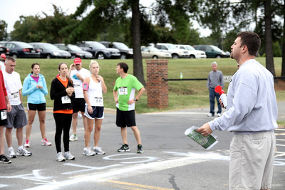 Daniel Woodard, Senior Executive Director of Ruby C. Hunt YMCA, speaks with the Centennial Sprint 5K runners before the race begins.