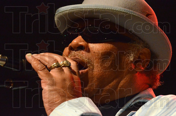 Tribune-Star/Jim Avelis<br /> From Beale to Wabash: Blind Mississippi Morris sings for the crowds at the Blues at the rossroads festival Friday night.