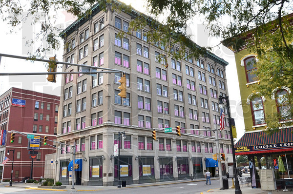 Pink: The Old National Bank at 7th and Wabash is decorated in pink for the Race.