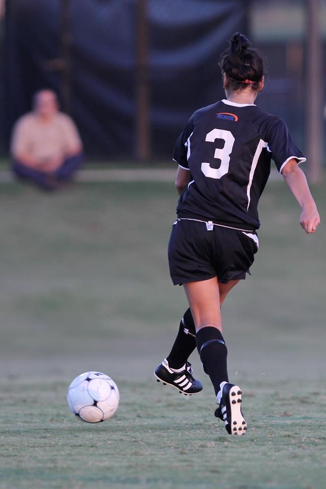 Taylor Napoli (3) passes the ball.