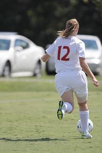 Shaylyn Poppe (12) dribbles down the field.