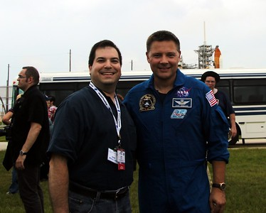 Craig and astronaut Doug Wheelock (@Astro_Wheels), with Space Shuttle Atlantis on Launch Pad 39-A
