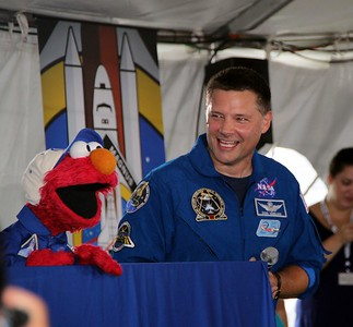 Sesame Street's Elmo laughs with astronaut Doug Wheelock (@Astro_Wheels)