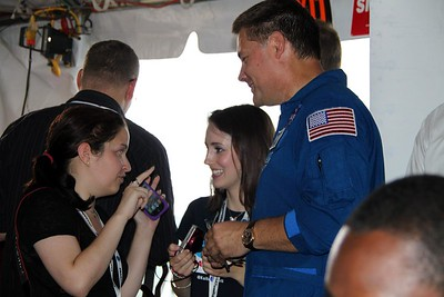 @glancz (l) and @KelleyApril with astronaut Doug Wheelock (@Astro_Wheels)