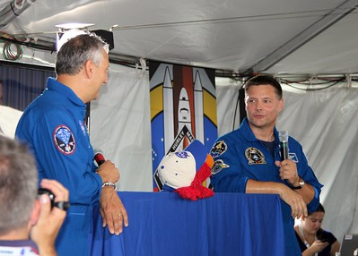 Sesame Street's Elmo interviews astronauts Mike Massimino (@Astro_Mike) (l) and Doug Wheelock (@Astro_Wheels)