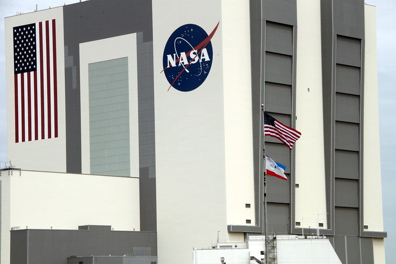 The Vehicle Assembly Building on launch day, with the flags of the United States and Atlantis flying