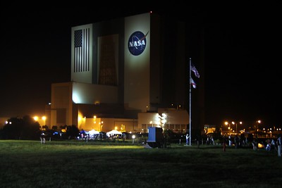The Vehicle Assembly Building on the morning of the launch, with the flags of the United States and Atlantis flying.