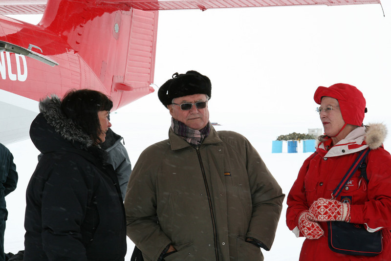The Royal visit was reduced from an overnight stay to 3 hours in camp due the weather situation. All visitors left with The Norland Twin Otter late in the afternoon.