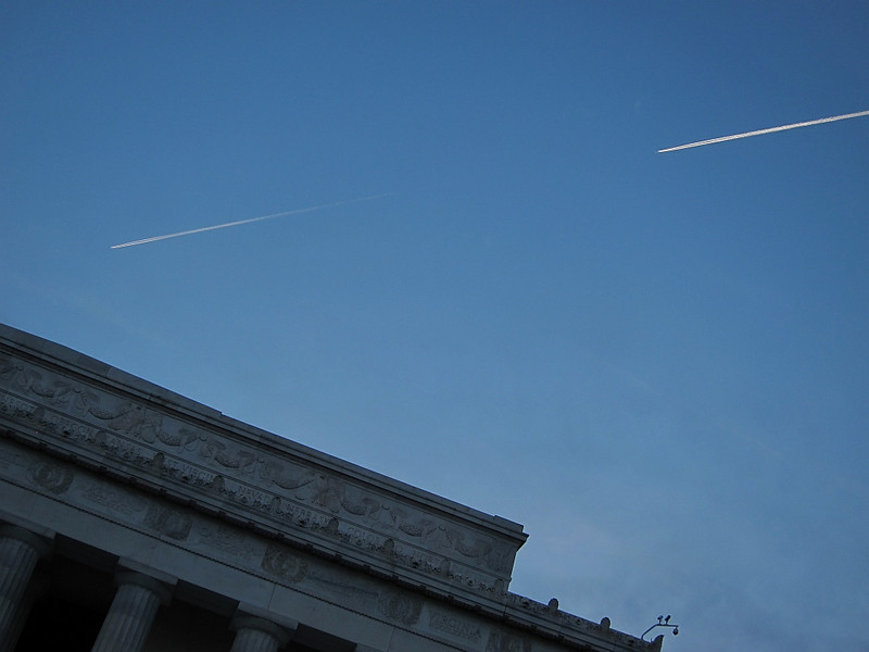 Contrails. Abraham Lincoln Memorial