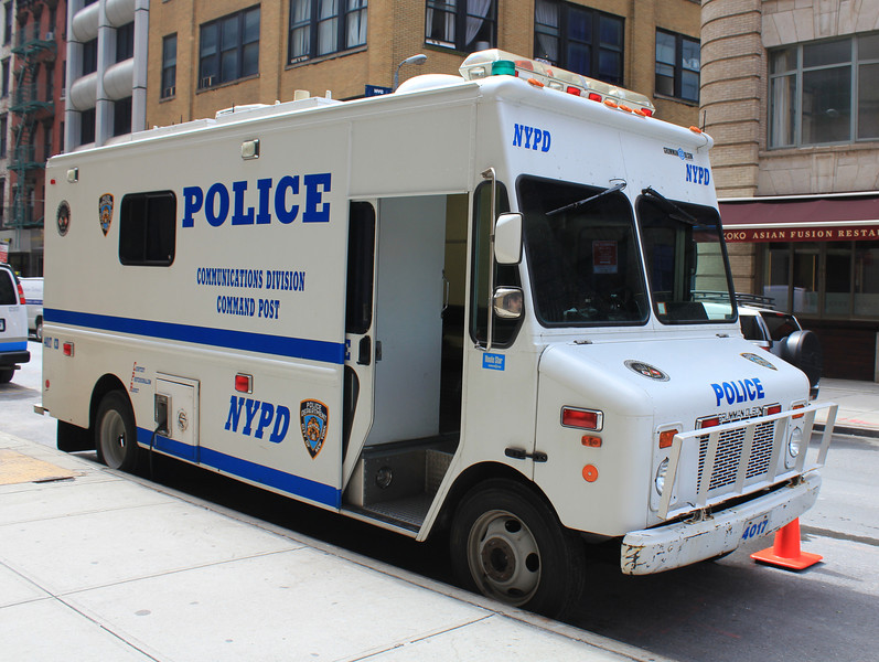 NYPD Command Post Grumman Olson #4017 (ps)