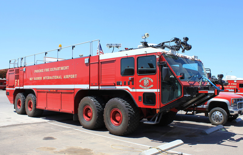 F1 2006 Oshkosh Striker 4500 4500gwt 600gft 500lbs dry chem #531044 (ps)