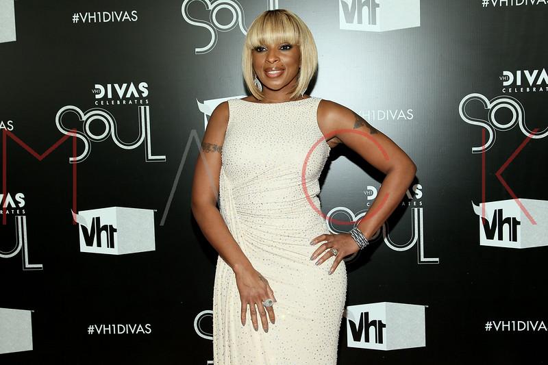 NEW YORK, NY - DECEMBER 18:  Mary J. Blige attends 2011 VH1 Divas Celebrates Soul at the Hammerstein Ballroom on December 18, 2011 in New York City.  (Photo by Steve Mack/S.D. Mack Pictures)