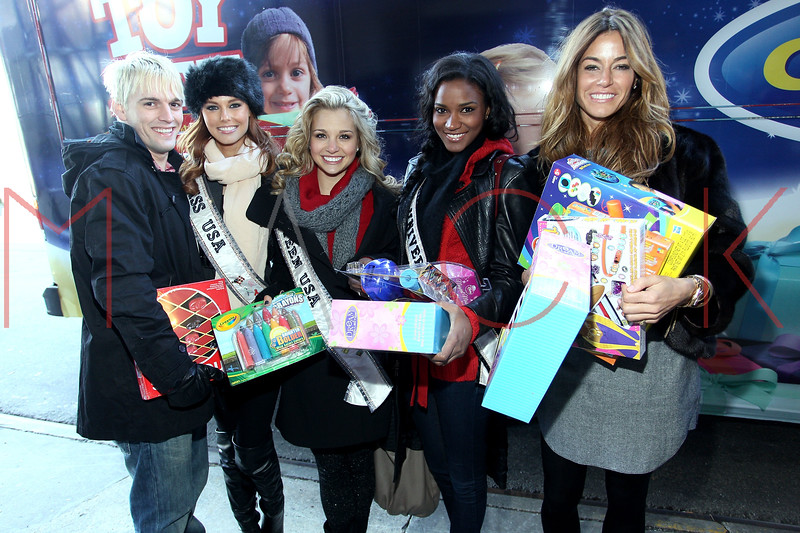 NEW YORK, NY - DECEMBER 13:  Aaron Carter, Alyssa Campanella, Danielle Doty, Leila Lopes and Kelly Bensimon attend CitySights NY's 2nd annual Holiday Joy Toy drive at The Naomi Berrie Diabetes Center on December 13, 2011 in New York City.  (Photo by Steve Mack/S.D. Mack Pictures)
