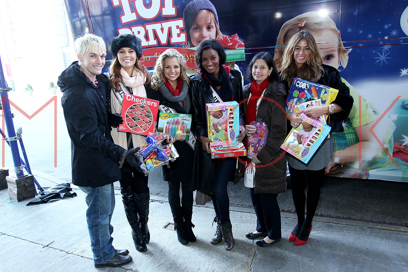 NEW YORK, NY - DECEMBER 13:  Aaron Carter, Alyssa Campanella, Danielle Doty, Leila Lopes, Dr. Robin S. Goland and Kelly Bensimon attend CitySights NY's 2nd annual Holiday Joy Toy drive at The Naomi Berrie Diabetes Center on December 13, 2011 in New York City.  (Photo by Steve Mack/S.D. Mack Pictures)