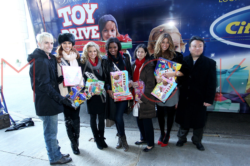 NEW YORK, NY - DECEMBER 13:  Aaron Carter, Alyssa Campanella, Danielle Doty, Leila Lopes, Dr. Robin S. Goland, Kelly Bensimon and David W. Chien attend CitySights NY's 2nd annual Holiday Joy Toy drive at The Naomi Berrie Diabetes Center on December 13, 2011 in New York City.  (Photo by Steve Mack/S.D. Mack Pictures)