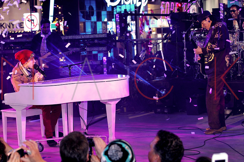 NEW YORK, NY - DECEMBER 31:  Justin Bieber and Carlos Santana perform at New Year's Eve 2012 in Times Square on December 31, 2011 in New York City.  (Photo by Steve Mack/S.D. Mack Pictures)