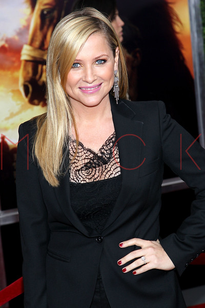 "NEW YORK, NY - DECEMBER 04:  Jessica Capshaw attends the ""War Horse"" world premiere at Avery Fisher Hall at Lincoln Center for the Performing Arts on December 4, 2011 in New York City.  (Photo by Steve Mack/S.D. Mack Pictures)"