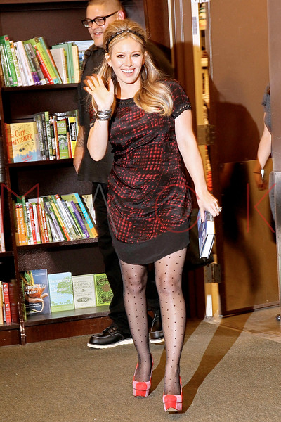 "Hilary Duff Signs Copies Of ""Devoted"", New York, USA"