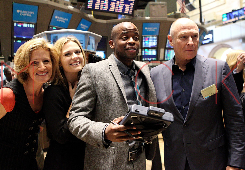 "NEW YORK, NY - OCTOBER 06:  Actors Kirsten Nelson, Maggie Lawson, Dulé Hill and Corbin Bernsen from the cast of ""Psych""  visit the New York Stock Exchange on October 6, 2011 in New York City.  (Photo by Steve Mack/S.D. Mack Pictures) *** Local Caption *** Kirsten Nelson; Maggie Lawson; Dulé Hill; Corbin Bernsen"