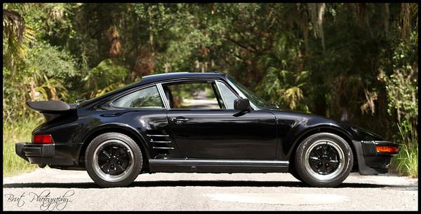 Porsche - Black-White
